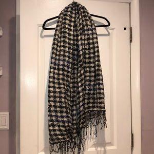 Accessories - 🧣 super cute black white blue plaid scarf fringe
